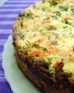 Torta de Legumes Massa: 1 ½ xícara de farinha integral 1 xícara de farinha de chia 2,5 xícaras de leite desnatado 1/3 xícara de óleo 5 unidades de ovos ½ colher (sobremesa) de sal ½ colher (sopa) de fermento em pó cotinua...