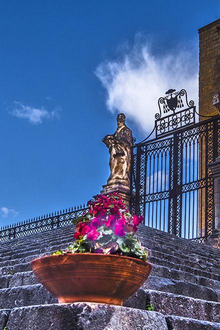 Cefalù - die Treppe zum Normannendom http://www.trip-tipp.com/sizilien/ausfluege-stadt/cefalu.htm #sizilien #sicily #sicilia #cefalu #cefalù