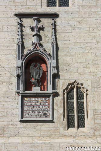St.-Michael-Plastik an der Fassade der Stadtkirche JENA