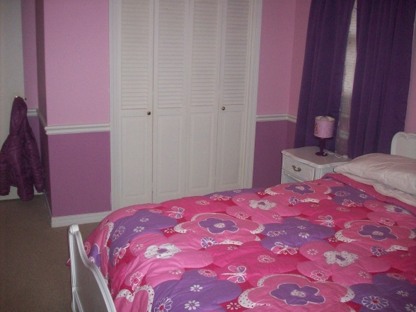 pink and purple girls room - Love the two tones on the wall