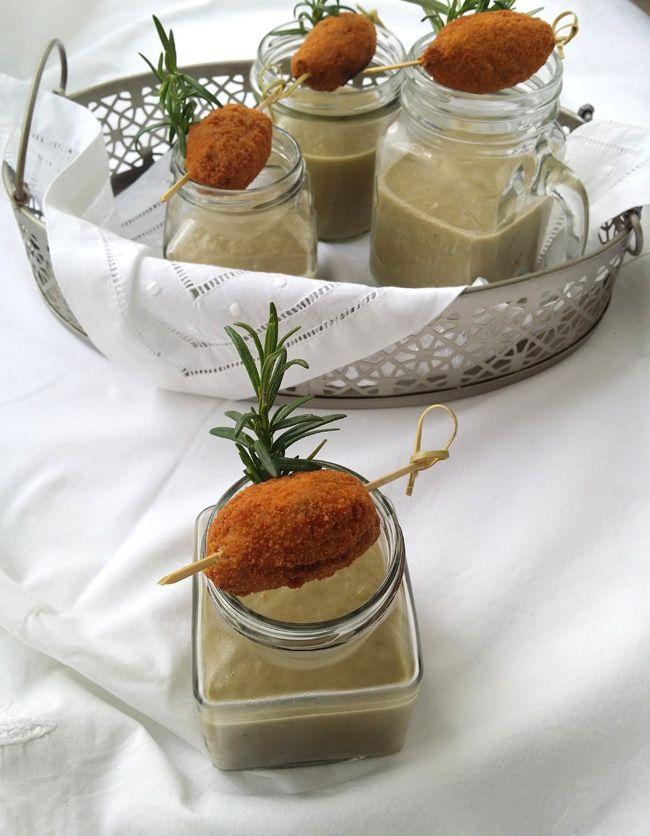 Crema de alcachofas y puerro con croqueta de cocido, con receta.