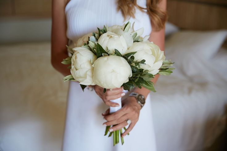 The perfect bridal bouquet with the perfect white peonies!Pure elegance!