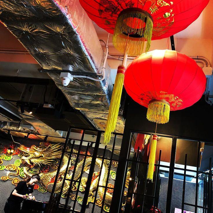 #dragonnoodlesacademy #chinadeco #red #dragonisme #golden #hk #central #noodles #lobster