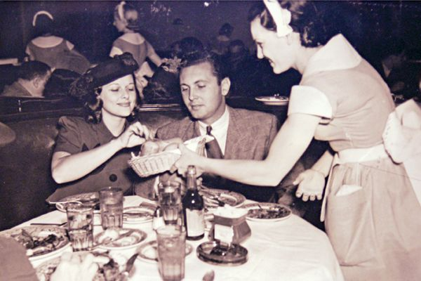 Florence Knapp, waitress at The Brown Derby, serving actress Irene Hervey and actor/tenor Allan Jones in 1936.