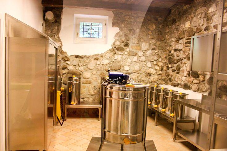 Lungo il percorso espositivo il #laboratorio di #smielatura sociale di #MMape. In #ValdiSole la prima sala in #Trentino dove gli #apicoltori possono estrarre il proprio #miele in tutta sicurezza e igiene. #TrentinoWow, #TrentinoGusto.
