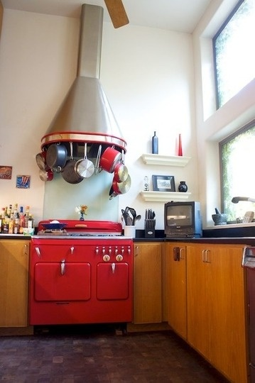 !Chamber Stoves, Vintage Stoves, Dreams Kitchens, Cabin Kitchens, Dreams House, Red Chamber, Country Kitchens, Red Stoves, Storage Ideas