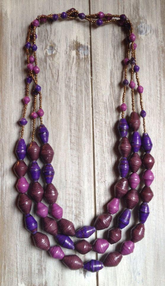 Hoi! Ik heb een geweldige listing gevonden op Etsy https://www.etsy.com/nl/listing/179003913/3-strand-stunning-shades-of-purple-paper