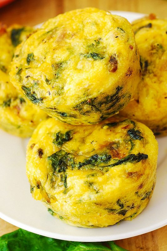 Breakfast Egg Muffins with Bacon and Spinach! These are so quick and easy to make, BUT use cupcake papers, they stick really bad in my non-stick pans....