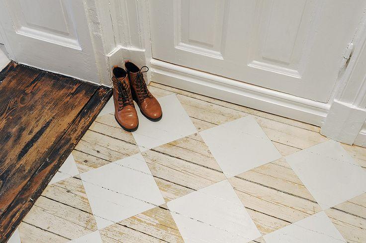 .: Decor, Ideas, Paintings Wood Floors, Interiors, Floors Design, House, White Diamonds, Paintings Floors, Painted Floors