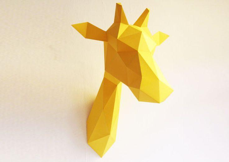 Kit de conception pour réaliser un trophée tête de girafe jaune design et original qui habillera les murs de votre maison. Idée déco très originale pour les amoureux du Do It Yourself !