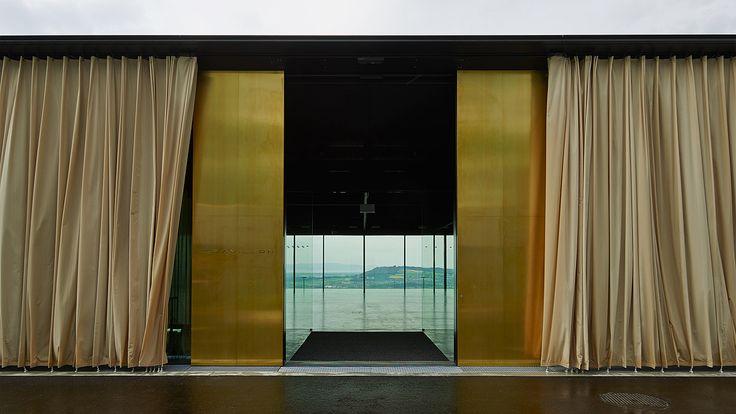 Gurtenpavillon Bern, motorisierte Schiebeflügelanlage ergänzt mit manuellen Schiebeelementen - air-lux.ch #architektur #fenster #architecture #windows