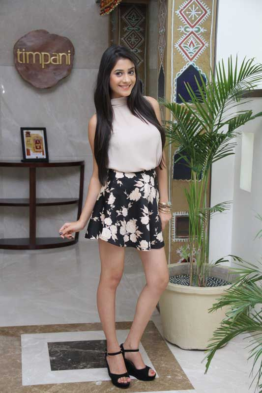 #tere sheher mein such a classy and chic outfit!