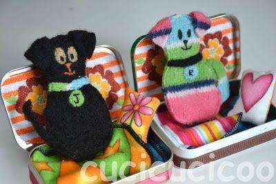 Come cucire dei mini-cagnolini (modello incluso) di lana infeltrita, con lettini in scatoline. Un tutorial di www.cucicucicoo.com