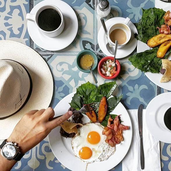 Experience the taste of authentic Yucatecan cuisine at La Chaya Maya. Empanadas de cazón (tender shark) might just top the specials menu for us.   Photo Credit: srdecachin