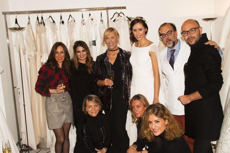 Foto junto a todos los invitados del evento. Josechu Santana, María Argüelles, Begoña de Le Caprice, Alicia de Atrapada por las Compras, Jana Tárrago y Teresa Laso de ADYMO.
