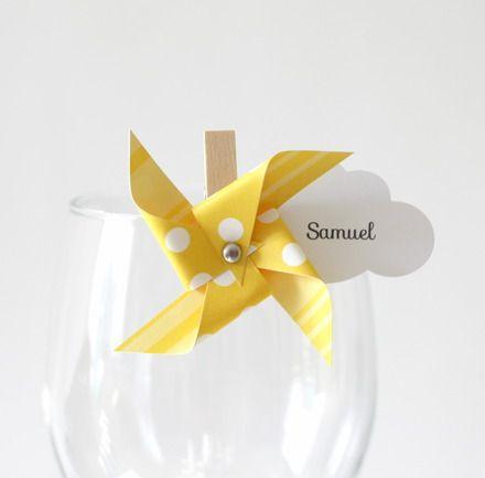 Ces marque-places seront parfaits pour un baptême ou un anniversaire sur le thème des moulins à vent afin d'apporter la touche finale à votre décoration de table. Utile et él - 17493735