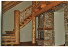 Srubové schody ve zděném domě, realizace SRUBY PACÁK s.r.o.