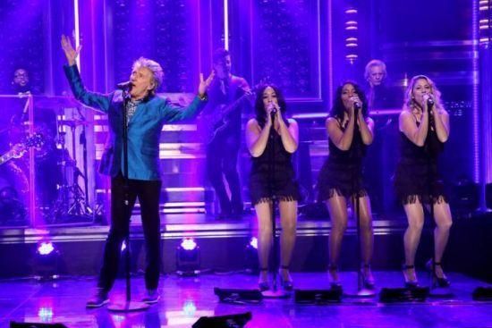 """Rod Stewart mostra a nova """"Please"""" no programa de Jimmy Fallon. Veja! #Comediante, #JimmyFallon, #Musical, #Programa, #Show, #Vídeo http://popzone.tv/2015/10/rod-stewart-mostra-a-nova-please-no-programa-de-jimmy-fallon-veja/"""