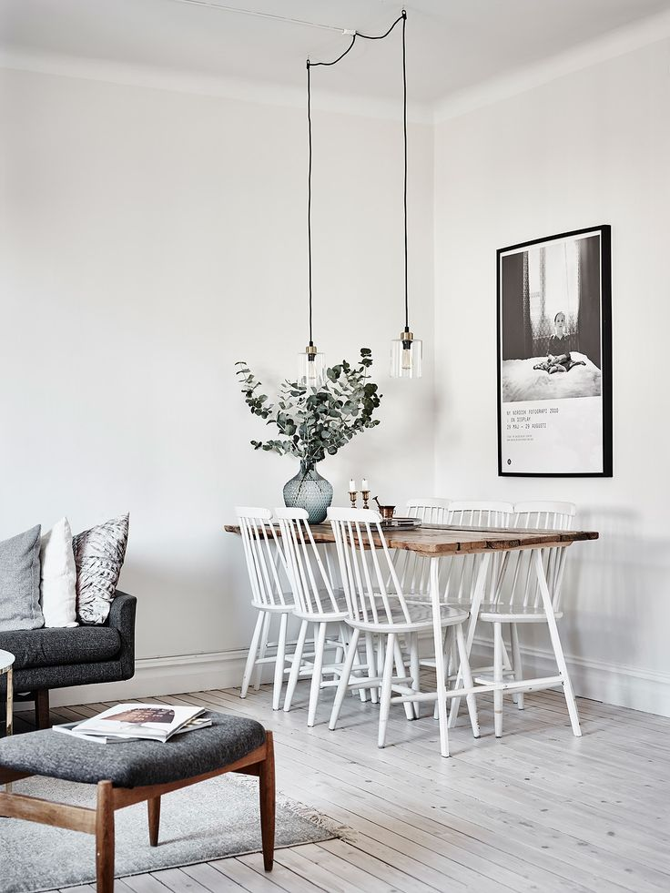 gorgeous white dining room with wooden table top - Entrance Fastighetsmäkleri