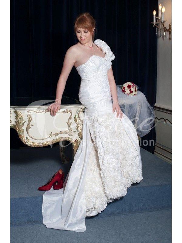 Originální svatební šaty od české návrhářky.   #svatba #svatebni #svatebnisaty #originalnisaty #svatebnisalon  http://salon-grace.cz/svatebni-saty/91-originalni-svatebni-saty-zdobene-ruzemi.html