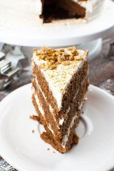 Lebkuchen-Torte mit Zimt-Sahne-Creme und gebrannten Sonnenblumenkernen   Kaffee & Cupcakes #weihnachten #backen #lebkuchen #torte #sonnenblumenkerne #sahne #zimt #honig #rezept