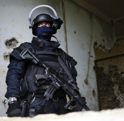 A must read about the GIGN. Trust me, you'll enjoy it. http://www.badassoftheweek.com/index.cgi?id=37219222937