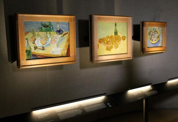 Allestimento con supporti e teche per ospitare lettere autografe del pittore e corredare ogni opera esposta, oltre che della scheda che riporta titolo e note tecniche, delle parole di Vincent Van Gogh che la descrivono o ne raccontano l'origine http://tosettoallestimenti.com/mostra-van-gogh-milano/