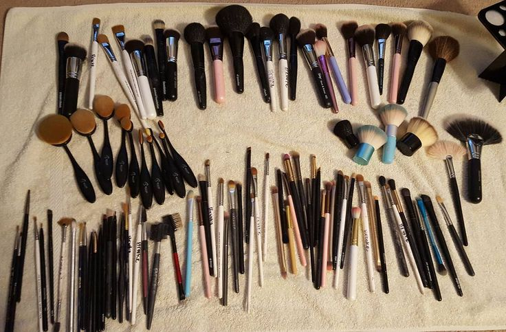 Time for a deep clean!  I mean, I *guess* I have a few #brushes.  #mua #makeup #makeupartist #makeupbrushes #hoard http://ameritrustshield.com/ipost/1554851872623667336/?code=BWT8YpKFaiI