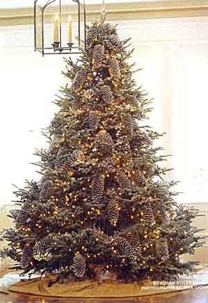 Pinecone decorated Christmas tree