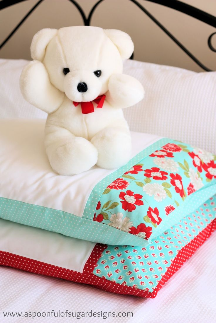 Pillowcase tutorial. Has a pocket so the pillow is completely hidden and can't fall out | A Spoonful of Sugar