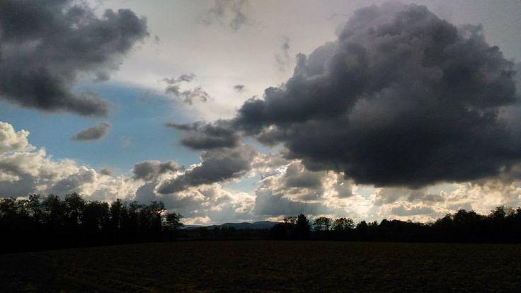 Ottobre. Buchi di cielo tra le nuvole ☁ #skyporn #autumn #sky #october #blue #photography