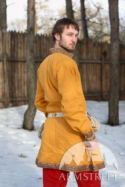 L'abito ricorda il vestire dei nobili del nord Europa nel basso medioevo. Cercando di rimanere fedeli ai modelli dell'epoca, noi di Armstreet produciamo abiti e costumi medievali originali ed esclusivi.