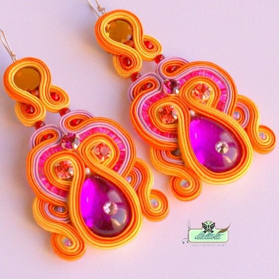 Long Soutache Earrings in pink orange by DILETTANTEsoutache. Such bright…