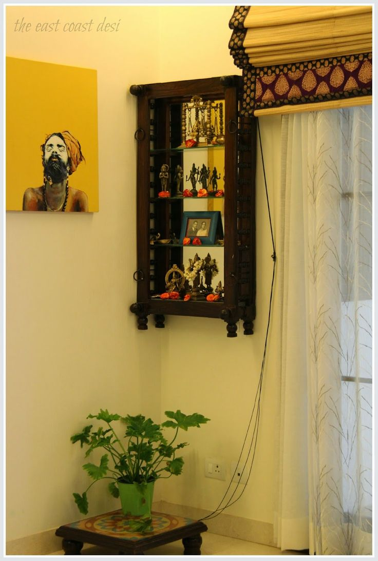 A section of the dining room has been dedicated as the pooja corner. An antique wooden Ūyala (cradle) has been innovatively used as a pooja shelf