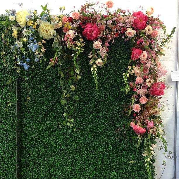 Close up of the floral draped boxwood wall by Sullivan