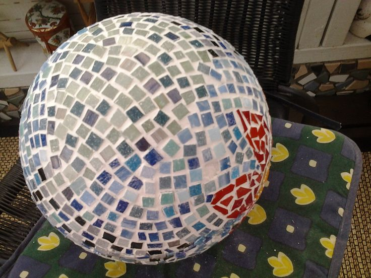 Mosaic ball with glassmosaic, the backside