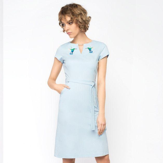 Sukiena z haftem AdeleParadise Niebieska R36-38-40 - COMOFashion - Sukienki koktajlowe