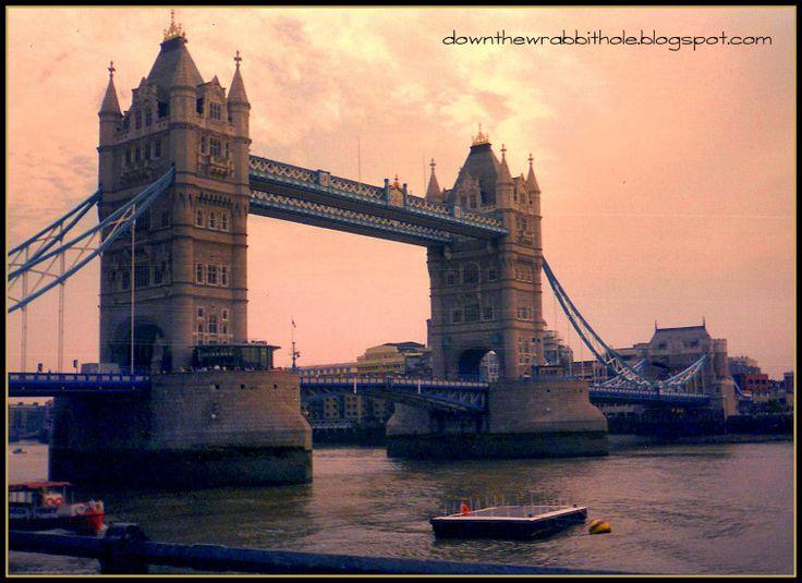 "Visit the London Bridge (although it isn't the original one). Photo via ""Down the Wrabbit Hole - The Travel Bucket List"". Click image for blog post!"
