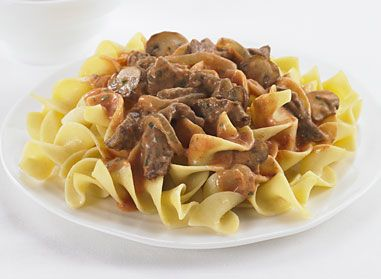 Faites ce Boeuf Stroganoff facile à préparer pour souper ce soir! Il est prêt en seulement 20 minutes.