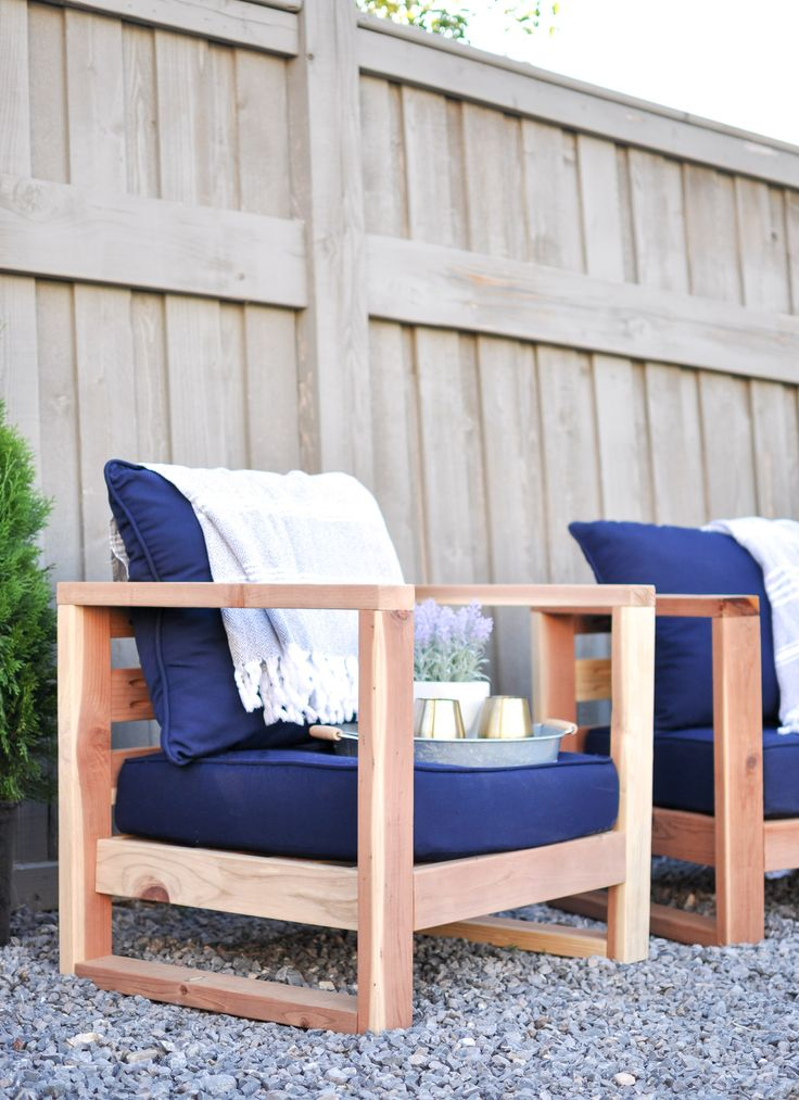 With these easy to follow free plans you can build this beautiful DIY Modern Outdoor Chair using only 2x4's and wood screws!