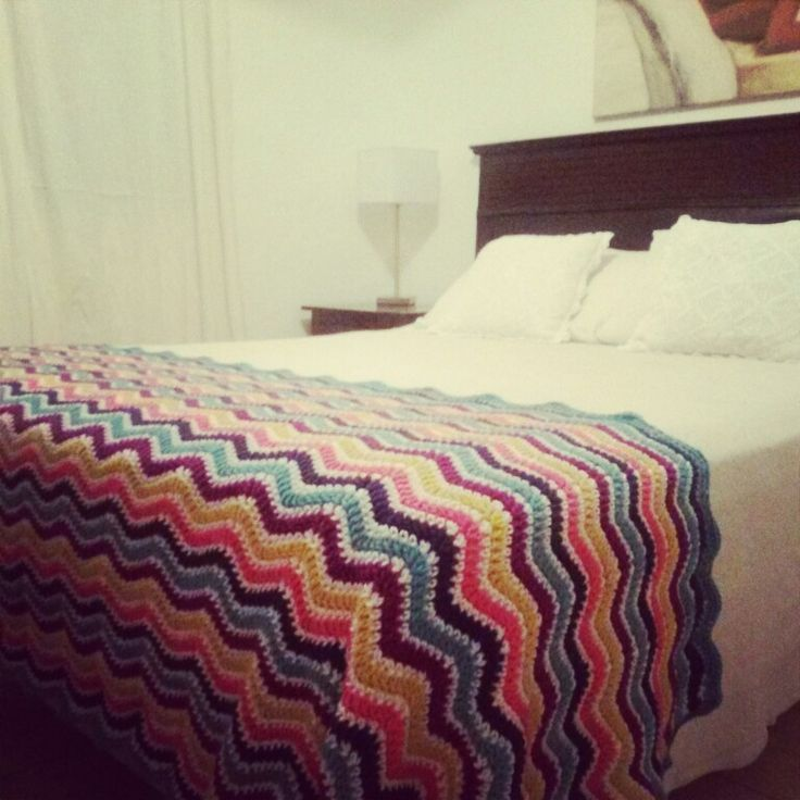 Pie de cama. Zigzag