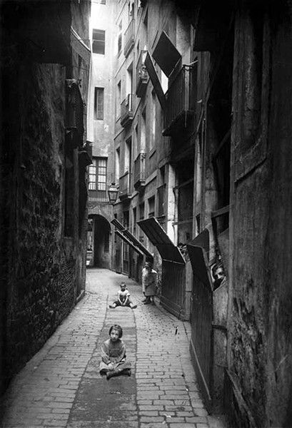 1908 Calle del Malla desaparecida, llevaba el nombre de la Riera más conocida [calles Varias - La Barcelona de antes]