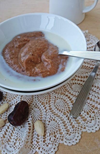 Ruokakonttuuri: Taatelivispipuuro / Whipped date porridge
