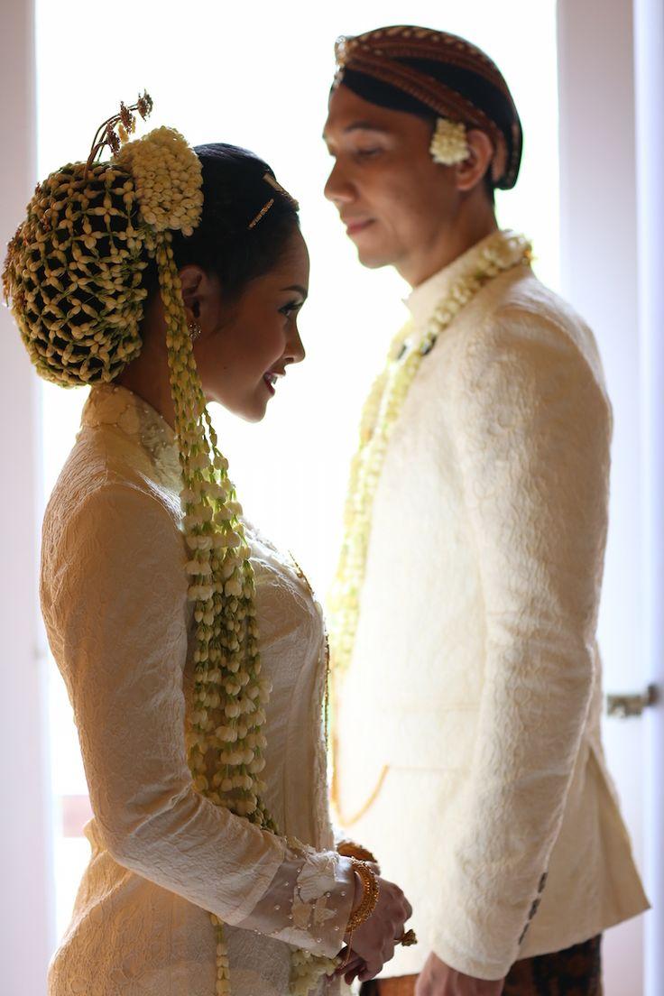 Akad nikah dengan adat Jawa Andien Ippe di Pine Forest Lembang - www.thebridedept.com
