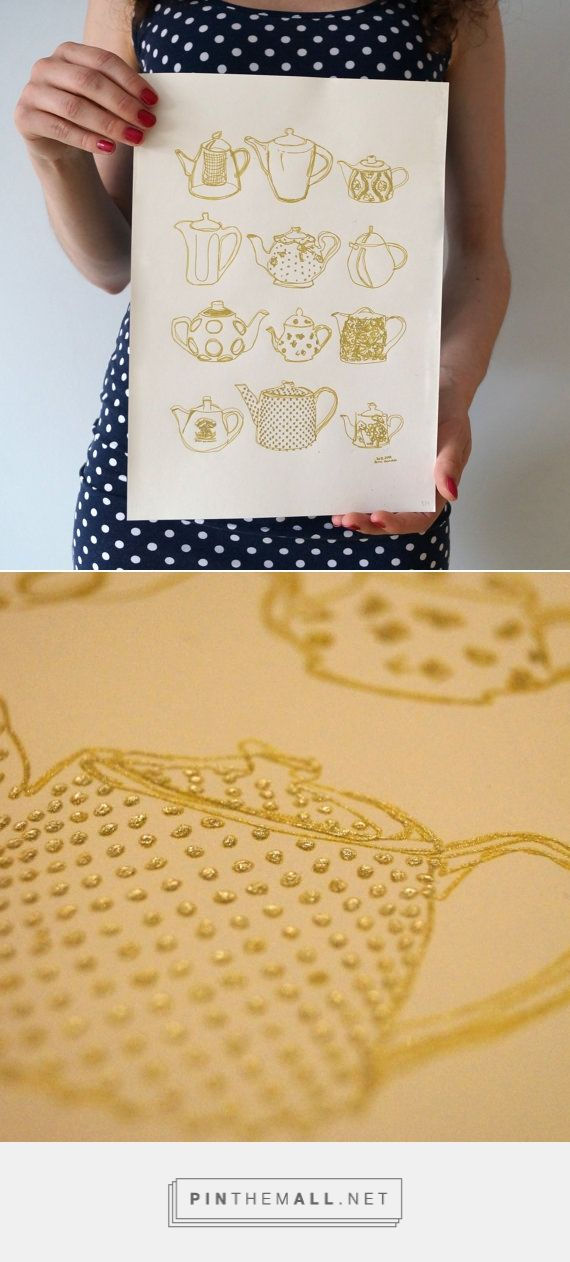 Look at this gold ink print! Art prints are a great way to decorate your home - they are very affordable against expensive original art pieces and there is so much to choose from! This one is a gold ink print of a teapots illustration by AnnaGrundulsDesign. Look at how shiny it is! It would make a beautiful kitchen decor, imagine it hanging over the dining table! A must have for all tea lovers ;)