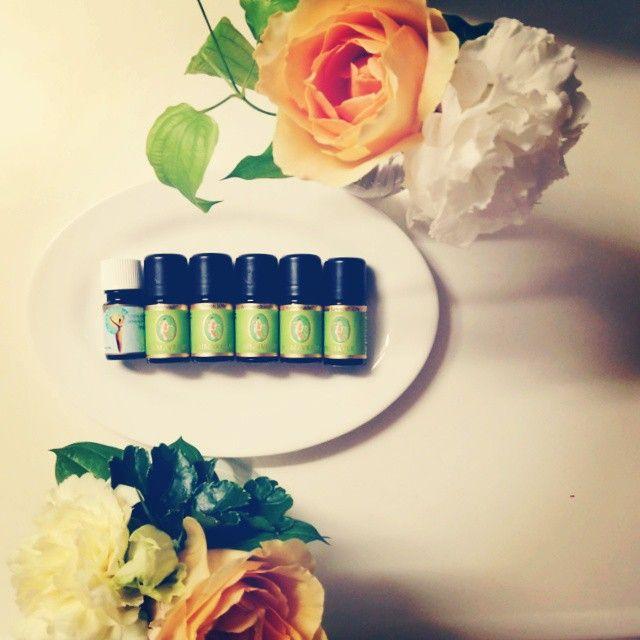 歴史的にも高価な扱いだった植物、今現在も希少価値の高い植物は、香り自体が強く存在感があり、何とも品格の高いリッチ感が溢れ出ている香りにしゅっと纏まる。やっぱり、質の良いものは違うなあ…ブレンド。  ミルラ ハチュリ ネロリ フランキンセンス ハイン ローズ  #アロマ #アロマテラピー #aroma #aromatherapy #GemLight #自由が丘 Read more at http://websta.me/n/c_chiyo#sMhHMRq14KLYhUgW.99