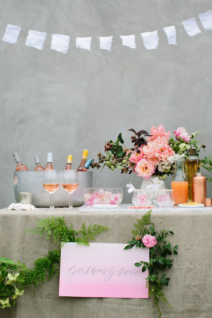 There's nothing more leisurely or celebratory than enjoying a beautiful meal under twinkling lights at an elegantly set table! @100layercake chose some of their favorite neutral tabletop pieces and paired them with gorgeous peachy florals for this backyard Oysters & Rosé party with friends.