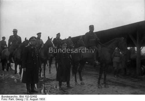 Der große SS-Schutz-Staffel-Appell der Gruppe Ost der N.S.D.A.P. in Berlin [11.-13.8.1933], an welchem 10000 SS-Männer teilnehmen. Die SS-Männer kampieren in Zelten in einem Lager in Döberitz bei Berlin !  [von rechts: Ernst Röhm, Heinrich Himmler und Kurt Daluege]