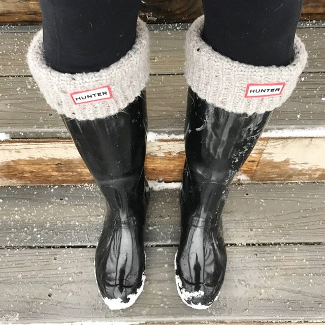 I can't believe we're getting another snow storm! I'm staying warm with my favorite Hunter Boots and the coziest socks ever, which I often just wear around the house. FYI: Hunter is having a big sale right now with up to 40% off a number of different styles! http://rstyle.me/n/ce2fvhb5itf  #winter #newengland #southshorema #hunterboots #cozysocks #snow #igfitmoms #winterfashion #boots
