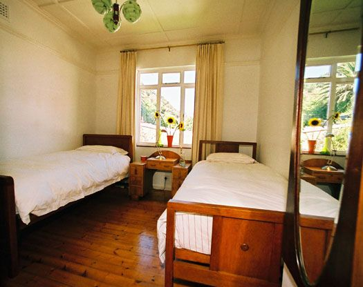Self catering accommodation, St James, Cape Town   The rose room  http://www.capepointroute.co.za/moreinfoAccommodation.php?aID=52